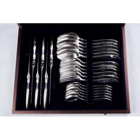 Zestaw posrebrzanych sztućców stołowych