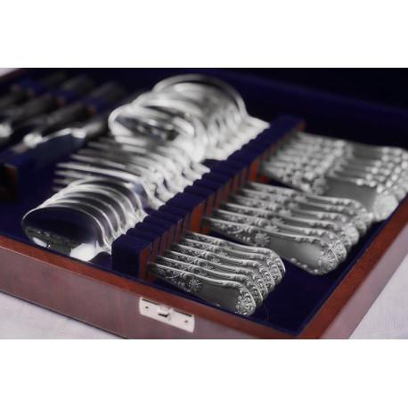Zestaw posrebrzanych sztućców obiadowych w drewnianej kasecie
