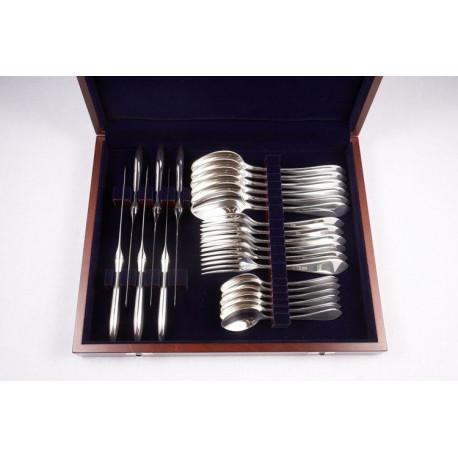 Zestaw srebrnych sztućców stołowych w drewnianej kasecie – 24 szt.