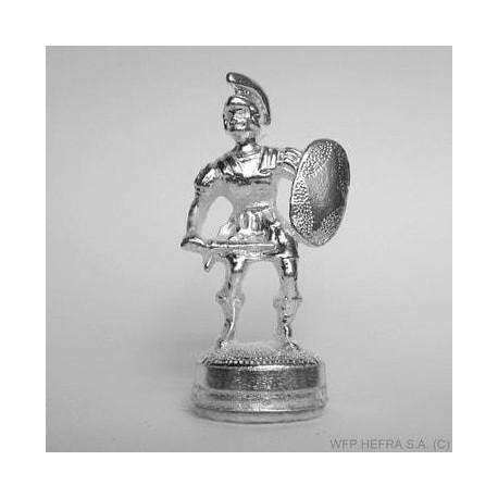Eleganckie szachy z posrebrzanymi figurami na drewnianej szachownicy