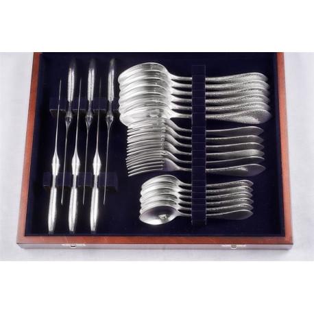 Zestaw srebrnych sztućców stołowych w drewnianej kasecie - 24 szt.