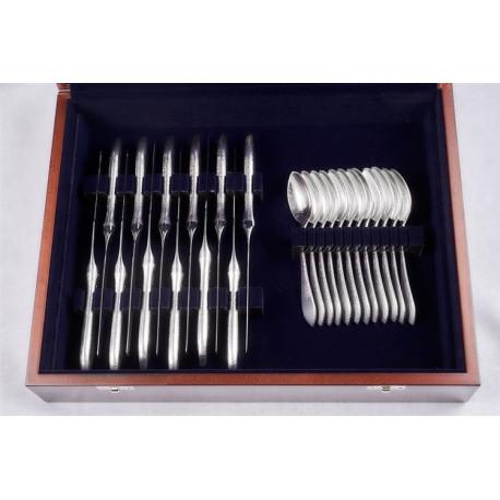 Zestaw srebrnych sztućców stołowych w drewnianej kasecie - 48 szt.