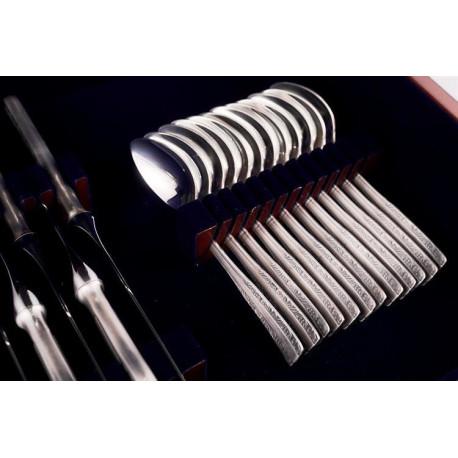 Zestaw posrebrzanych sztućców obiadowych w drewnianej kasecie, oksydowany - 48 szt.